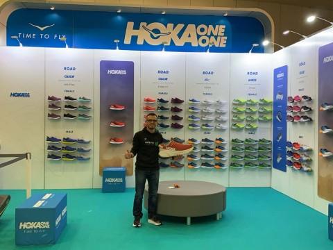 Feria del corredor Maratón de Valencia with Hoka
